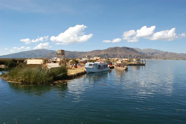 Uros rieteilanden tijdens Titicaca meer dagtour